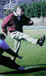 Paul Torgersen kicks in practice days before the 2000 Sugar Bowl.