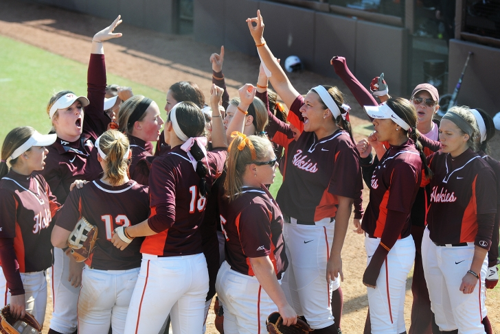 The Hokies celebrate their weekend sweep over Louisville. (photo courtesy Virginia Tech Athletics Communications)